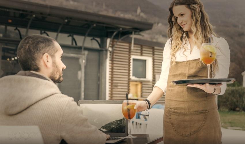 как познакомиться с официанткой, познакомиться с официанткой, знакомство с официанткой, как знакомиться с официанткой, способы знакомства с официанткой